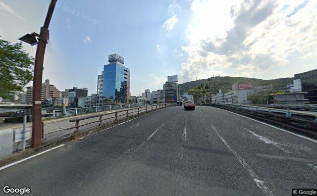 Streetview?size=640x396&location=34.0716749146287%2c134.548918558051&heading=217.550218092968&pitch=3