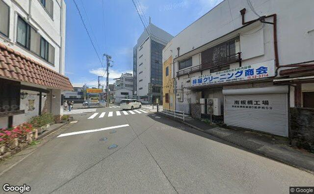 Streetview?size=640x396&location=35.2521637733774%2c139.15738456447&heading=124.896193025282&pitch=1