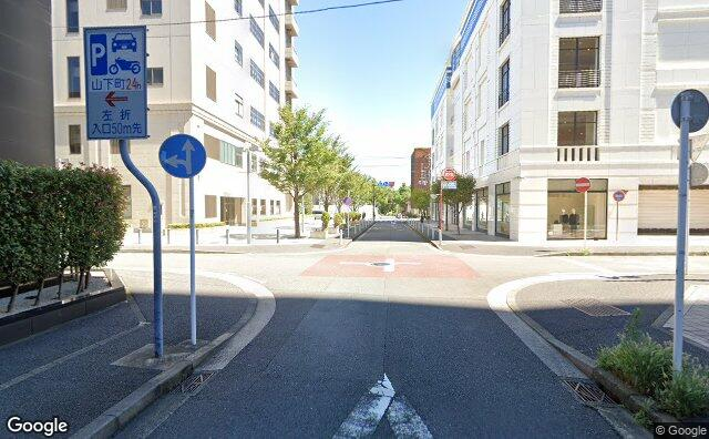 Streetview?size=640x396&location=35.4430405209837%2c139.650463197052&heading=35.465242800078&pitch= 1