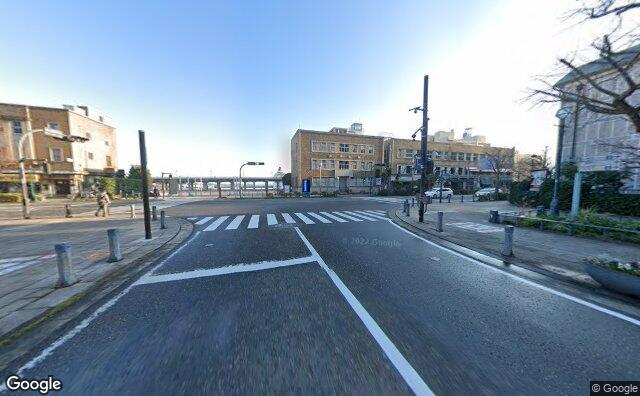 Streetview?size=640x396&location=35.4478534381469%2c139.643485822501&heading=48.7855151381434&pitch= 4