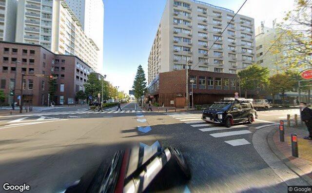 Streetview?size=640x396&location=35.4506326103753%2c139.63804249558&heading=45.2930580547351&pitch=2