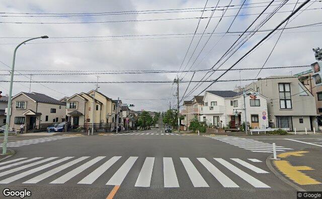 Streetview?size=640x396&location=35.5297744389959%2c139.470870881097&heading=233.796937487251&pitch=6