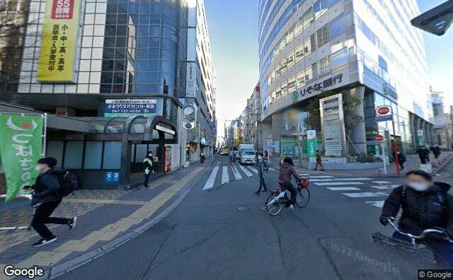 Streetview?size=640x396&location=35.5451924603135%2c139.445864382539&heading= 29.8025089947475&pitch=4