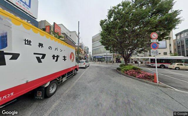 Streetview?size=640x396&location=35.6076616876201%2c139.668226643505&heading=2.41071428571429&pitch=3