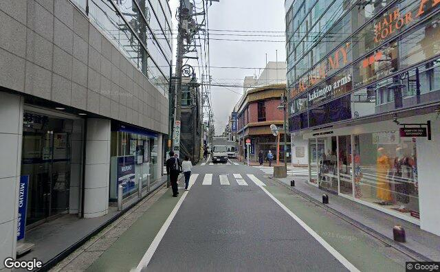 Streetview?size=640x396&location=35.6085903990669%2c139.668266846819&heading=4.82142857142858&pitch=3