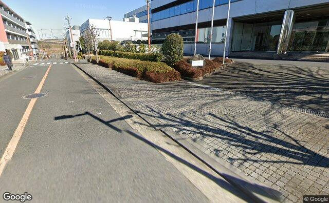 Streetview?size=640x396&location=35.6139368475265%2c139.47152423465&heading=83.4897016288402&pitch= 18