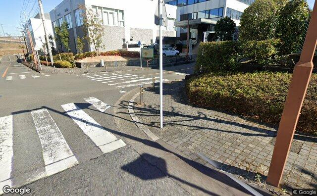Streetview?size=640x396&location=35.6141001452245%2c139.471774372743&heading=93.41566794018&pitch= 18