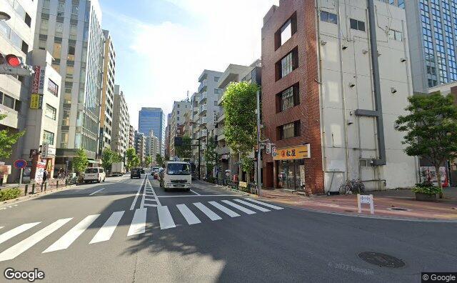 Streetview?size=640x396&location=35.6256583596599%2c139.726716120993&heading=115.061383928571&pitch=6