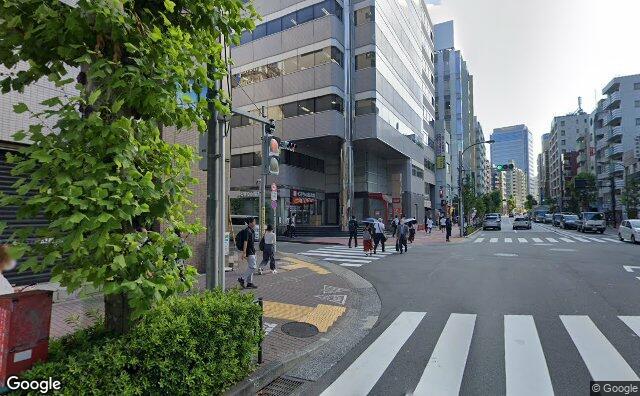 Streetview?size=640x396&location=35.6256736580188%2c139.726548165467&heading=66.0435267857143&pitch=2