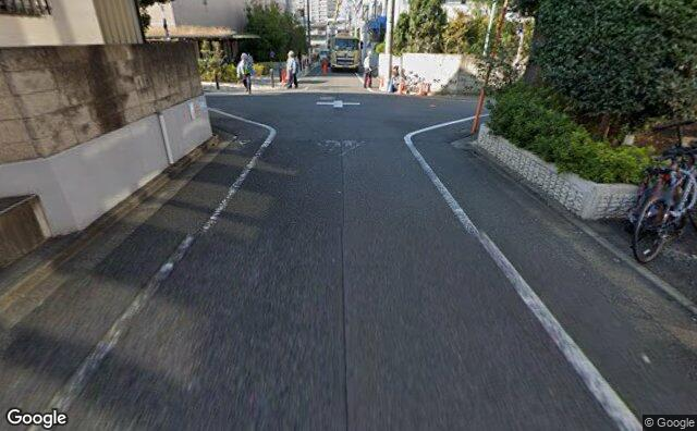 Streetview?size=640x396&location=35.6323381640761%2c139.640499248561&heading= 22.500531532117&pitch= 26