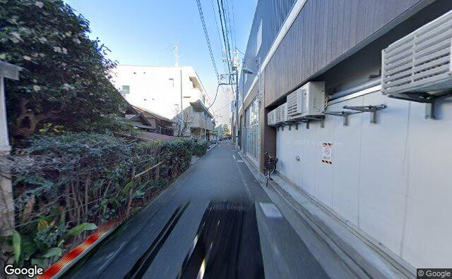 Streetview?size=640x396&location=35.6373716694212%2c139.690699145768&heading= 327.455357142857&pitch= 1