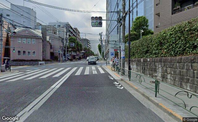 Streetview?size=640x396&location=35.6408081964245%2c139.737958383133&heading=691.65496549353&pitch=1