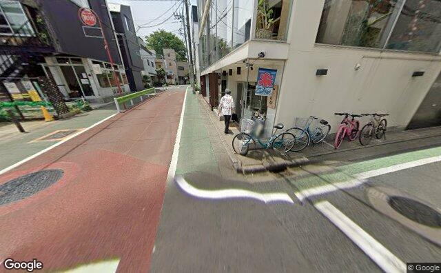 Streetview?size=640x396&location=35.6433602%2c139.6797414&heading=251.609191467855&pitch= 23