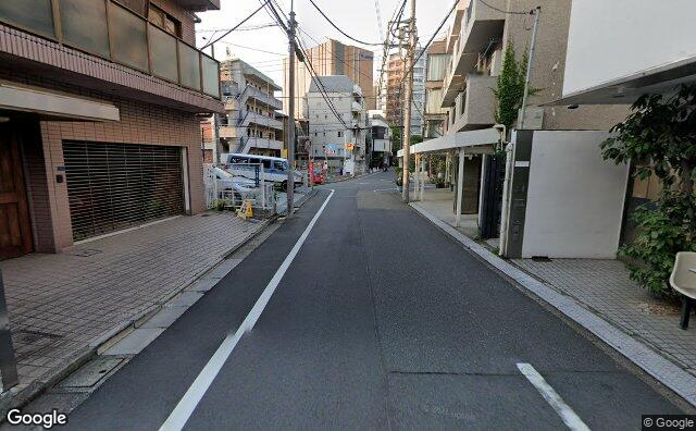Streetview?size=640x396&location=35.6444070302292%2c139.710610090049&heading=173.100296503982&pitch= 9