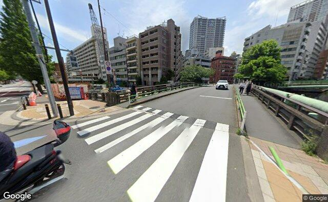 Streetview?size=640x396&location=35.6449778520712%2c139.751354962534&heading=116.200019514501&pitch= 12