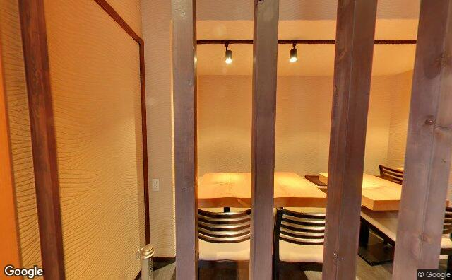 Streetview?size=640x396&location=35.6464998%2c139.7160789&heading=122.243303571429&pitch= 3