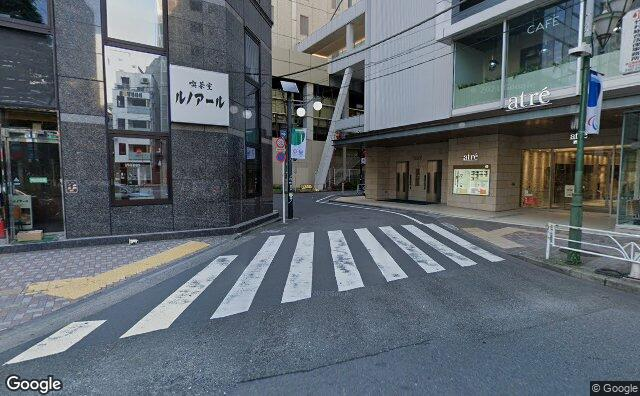Streetview?size=640x396&location=35.6467598681924%2c139.709460747636&heading=99.3895181532785&pitch= 4
