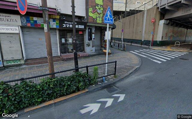 Streetview?size=640x396&location=35.6479868504445%2c139.709657584163&heading=165.942814971575&pitch= 12