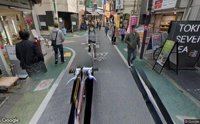 Streetview?size=640x396&location=35.6506436491924%2c139.637163820392&heading= 178.279977898231&pitch= 23