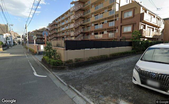 Streetview?size=640x396&location=35.6523744416706%2c139.340123897057&heading=134.703003274988&pitch= 6