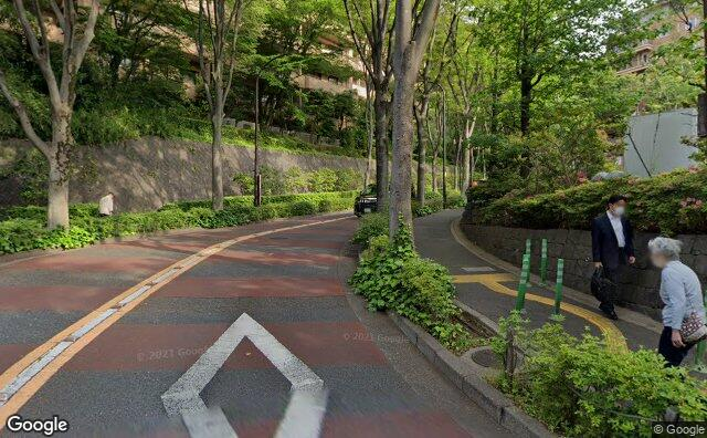 Streetview?size=640x396&location=35.6529982972651%2c139.721227699626&heading=318.831109740632&pitch= 0