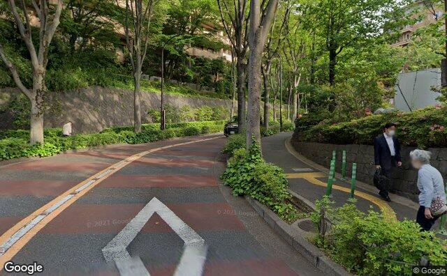 Streetview?size=640x396&location=35.6529982972651%2c139.721227699626&heading=318.831109740632&pitch= 0