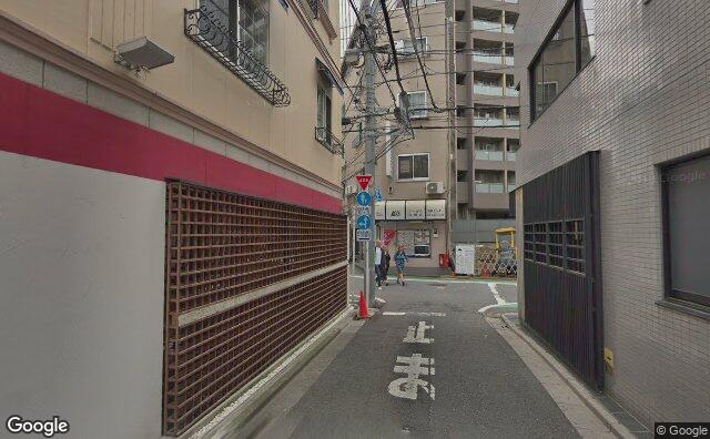 Streetview?size=640x396&location=35.6558837869997%2c139.693387543634&heading=145.462007008368&pitch=2