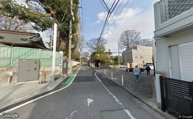Streetview?size=640x396&location=35.6559959996405%2c139.668215359281&heading=102.584236839956&pitch=3