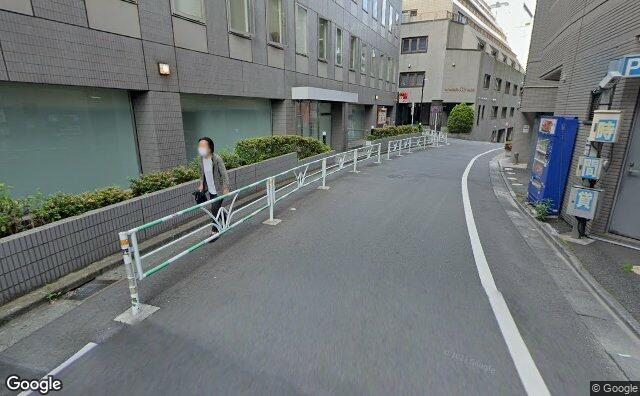 Streetview?size=640x396&location=35.6611937321797%2c139.704020479203&heading= 129.900205577&pitch= 15