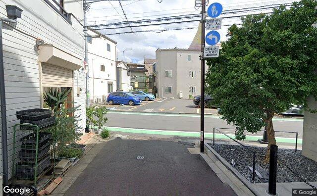 Streetview?size=640x396&location=35.6638459145981%2c139.684500801233&heading=123.746294972936&pitch= 3
