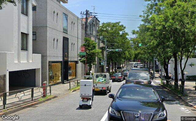 Streetview?size=640x396&location=35.6640449459097%2c139.714317624725&heading=118.627597574675&pitch= 0