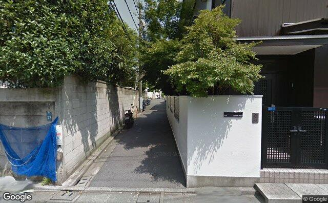 Streetview?size=640x396&location=35.6640526458109%2c139.683959264483&heading=113.393458304944&pitch= 1