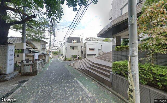 Streetview?size=640x396&location=35.6645123312287%2c139.704501269199&heading=71.6739005297527&pitch=1