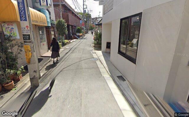 Streetview?size=640x396&location=35.6669087631534%2c139.6323921&heading=185.511902442513&pitch= 16