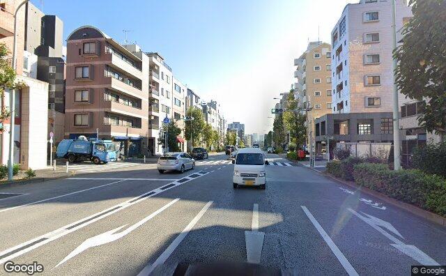 Streetview?size=640x396&location=35.6680629221558%2c139.682632170971&heading=84.5023693798901&pitch=1