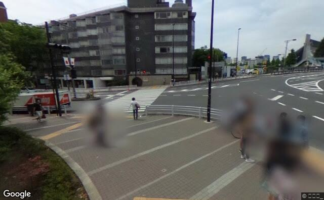 Streetview?size=640x396&location=35.6697407%2c139.7028746&heading=289.203872596202&pitch= 10