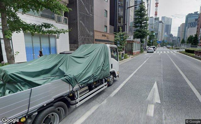 Streetview?size=640x396&location=35.6708888118269%2c139.7683747695&heading= 174.368440862238&pitch= 8