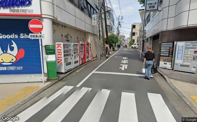 Streetview?size=640x396&location=35.671013%2c139.7166975&heading= 81.4513195035818&pitch= 8