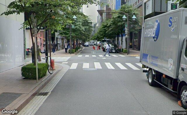 Streetview?size=640x396&location=35.6712803600318%2c139.76306457332&heading= 138.202354390662&pitch= 3