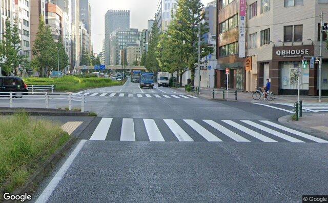Streetview?size=640x396&location=35.6713278267221%2c139.768786004864&heading=40.9821428571429&pitch= 3
