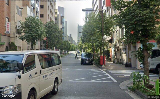 Streetview?size=640x396&location=35.6713487519882%2c139.76915772779&heading=131.383928571429&pitch=0