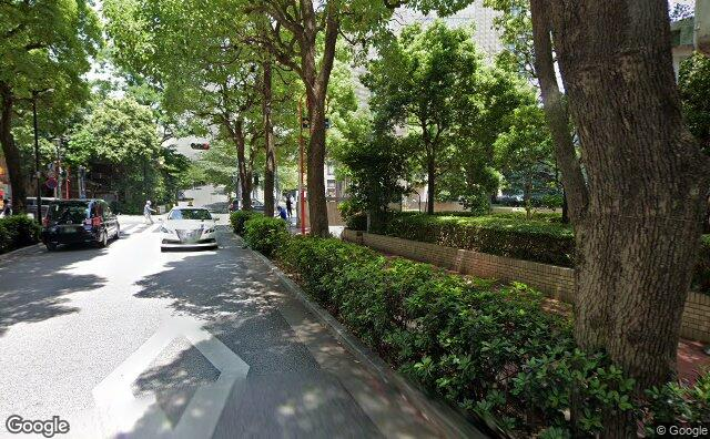 Streetview?size=640x396&location=35.6720147836764%2c139.736632960564&heading= 18.6279070718139&pitch= 2