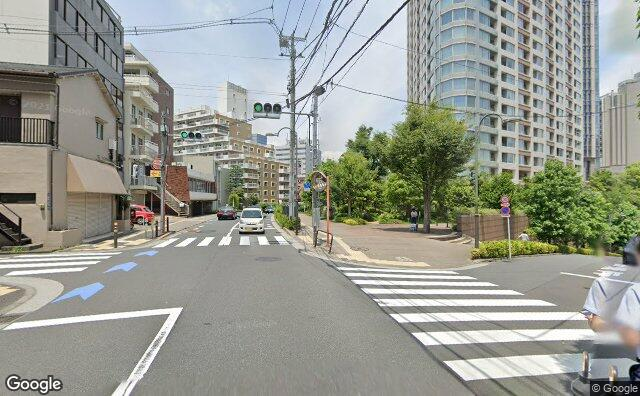 Streetview?size=640x396&location=35.6725314189644%2c139.731583193901&heading= 34.9525628139488&pitch=0