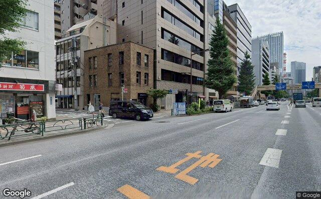 Streetview?size=640x396&location=35.6732833599152%2c139.770543030211&heading=176.437125355502&pitch= 0