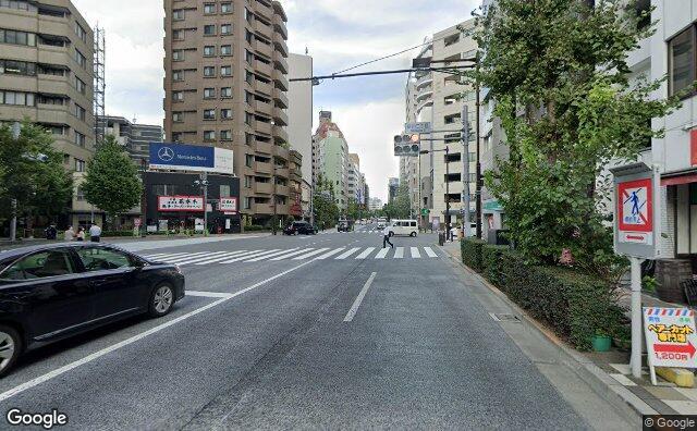 Streetview?size=640x396&location=35.67488760216%2c139.781248967034&heading=61.2180878535848&pitch=0