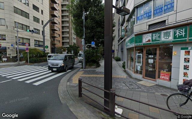 Streetview?size=640x396&location=35.6749809791884%2c139.78153321765&heading=134.699842287391&pitch= 3