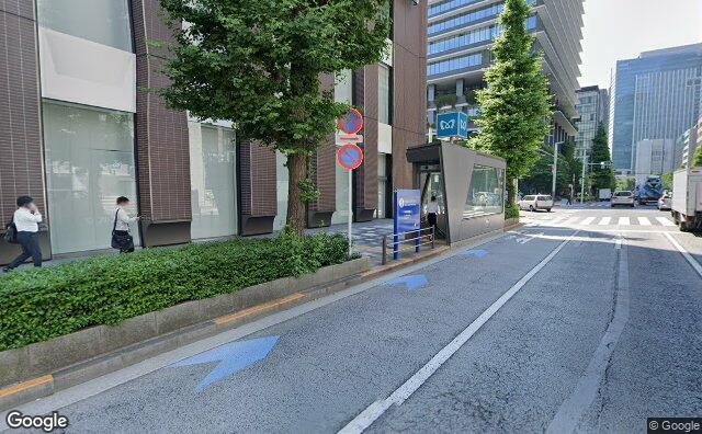 Streetview?size=640x396&location=35.6759920183291%2c139.770126863291&heading= 100.912961263625&pitch= 3