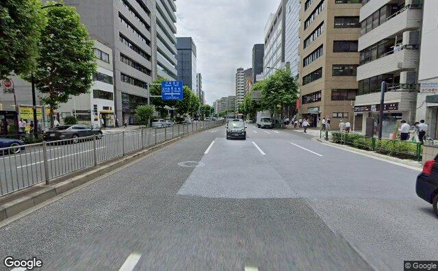 Streetview?size=640x396&location=35.6762748744141%2c139.777830129936&heading=203.90625&pitch= 4