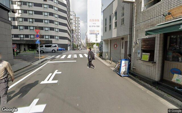 Streetview?size=640x396&location=35.6762908428263%2c139.778625902024&heading=36.0107539580324&pitch= 5