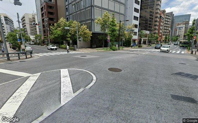 Streetview?size=640x396&location=35.6763055482543%2c139.779272170012&heading=84.7372408478775&pitch= 12